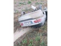 Otomobilde sıkışan sürücüyü polis ekipleri kurtardı
