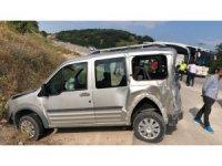 Yolcu otobüsü kamyonetle çarpıştı: 2 yaralı