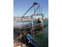 İzmir'de gezi teknesi alev topuna döndü, 3 tekneyi daha yaktı