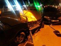 Alkollü sürücü yol kenarındaki araçlara çarparak durabildi