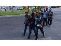 Yaşlı kadını duayla kandırıp 50 bin liralık bilezik çalan 2 dolandırıcı tutuklandı
