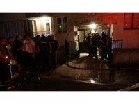 Yangın çıkan evde yaralanan genci komşuları kurtardı