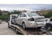 Otomobil bariyerlere çarptı : 4 yaralı