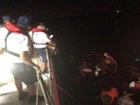 İzmir'de 49 düzensiz göçmen yakalandı