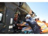 Kayalıklardan düşen çoban askeri helikopterle kurtarıldı