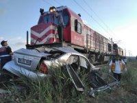 Sivas'ta lokomotif ile otomobil çarpıştı: 1 ölü, 2 yaralı