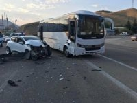 Elazığ'da midibüs ile otomobil çarpıştı:2 yaralı