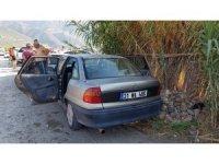Aracın camını kırıp cüzdanları çaldı