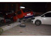 Malatya'da otomobil park halindeki araçların üzerine uçtu: 1 yaralı