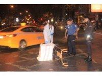 Fatih'te hırsızlar çaldıkları kasayı yol ortasında düşürdü