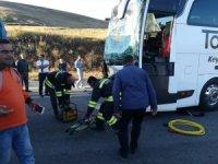 Yolcu otobüsü ile tır çarpıştı: 17 yaralı