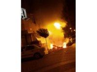 Yanan araçların başında gözyaşı döküp ağıt yaktı