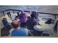 Mehmetçik'in dev dalgalar arasında göçmen kurtarma anı