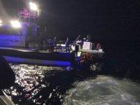 Balıkesir'de düzensiz göçmenleri taşıyan tekne battı