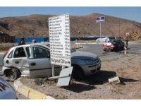 Sivas'ta 4 kişinin yaralandığı kaza anı güvenlik kamerasında