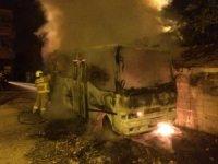 Park halindeki otobüs yandı