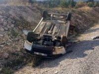 Konya'da hafif ticari araç devrildi: 2 yaralı