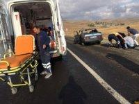 Servis minibüsü ile otomobil çarpıştı: 4 yaralı