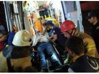 Kaza yaptığı araçta sıkıştı, ekipler saatlerce kurtarmaya çalıştı