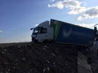 Erzurum'da otomobil ile kamyon çarpıştı: 2 ölü