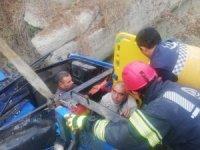 Tırın çarptığı traktör kontrolden çıkıp sulama kanalına düştü