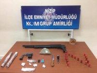 Şüpheli 3 şahsın araç ve evlerinden silah ve uyuşturucu çıktı