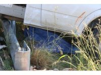 13 yaşındaki çocuk çilek tezgahını açarken kamyonetin altında kaldı