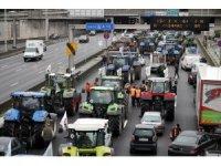 Fransa'daki emeklilik reformu protestoları hayatı felç etti