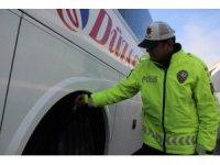 Düzce'de kış lastiği takmayan 175 araca 109 bin lira ceza