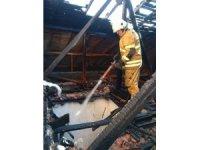 Yangında içeride mahsur kalan ev sahibini itfaiye kurtardı