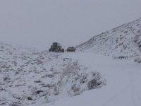Siirt'te kardan kapanan köy yolları ulaşıma açıldı