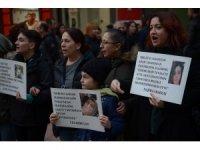 """Eskişehir'de insan zinciri oluşturarak kadına şiddete """"hayır"""" dediler"""