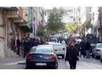 Gaziosmanpaşa'da polis baskınında annesini yaralayan cezaevi firarisinin kaçması