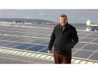 Fabrikanın çatısına kurduğu güneş enerjisiyle her ay 100 bin lira kazanıyor