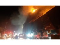 GÜNCELLEME - Kocaeli'de bir AVM'de çıkan yangın söndürüldü