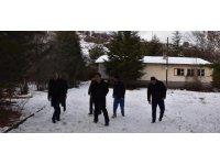 """Kızılcahamam'da okulu """"izci kampı""""yapımı için incelediler"""