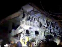 Sivrice'de çöken bir binada arama kurtarma çalışması