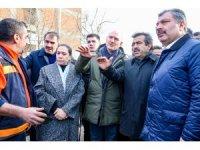 Bakanlar Soylu ve Koca, depremden etkilenen Gezin köyünde incelemelerde bulundu