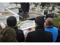 Ferdi Özbeğen vefatının 7. yılında mezarı başında anıldı