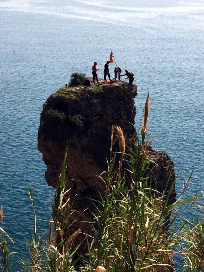 """Antalya'da dağcılar """"bayrak"""" için tırmandı"""