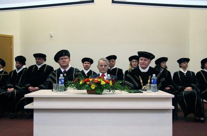 Litvanya'da Kırımoğlu'na fahri doktora unvanı