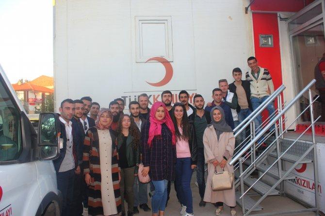 Gölbaşı AK Parti Gençlik Kolları üyelerinden kan bağışı