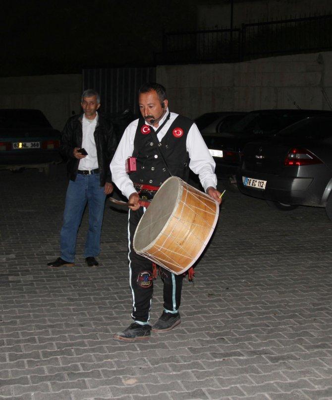 Çankırı'da motosikletli davulcular sahur vaktini duyurdu