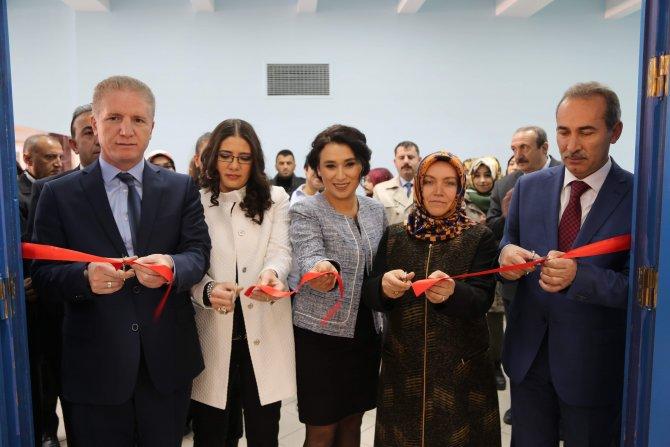 Sivas Valisi Gül resim ve fotoğraf sergisi açtı