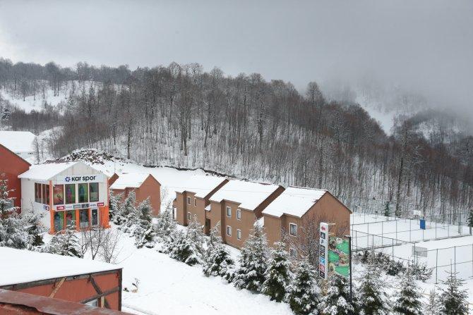 Aralıkta yağan kar turizmcinin yüzünü güldürdü