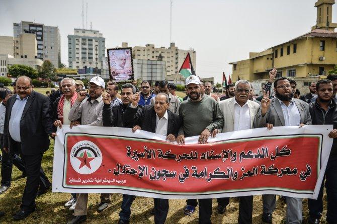 Açlık grevi yapan Filistinli tutuklulara destek