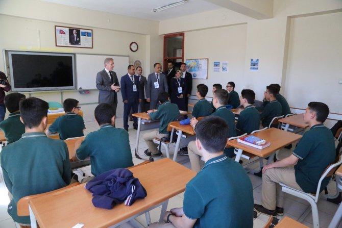 Vali Gül'den okul ziyaretleri