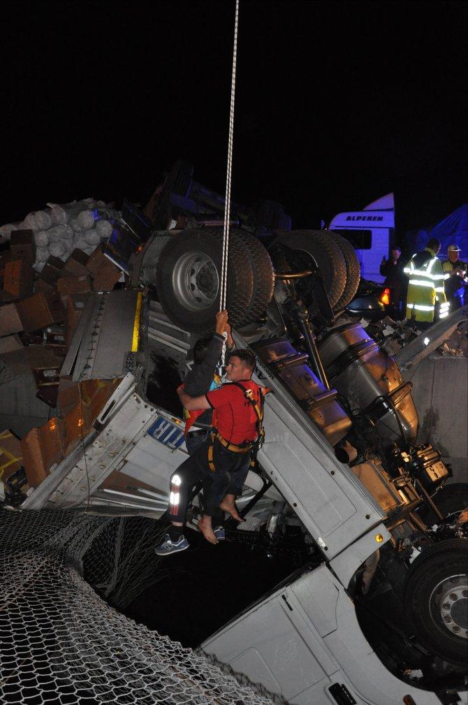 GÜNCELLEME - Bolu'da tır ile otomobil çarpıştı: 1 ölü, 4 yaralı