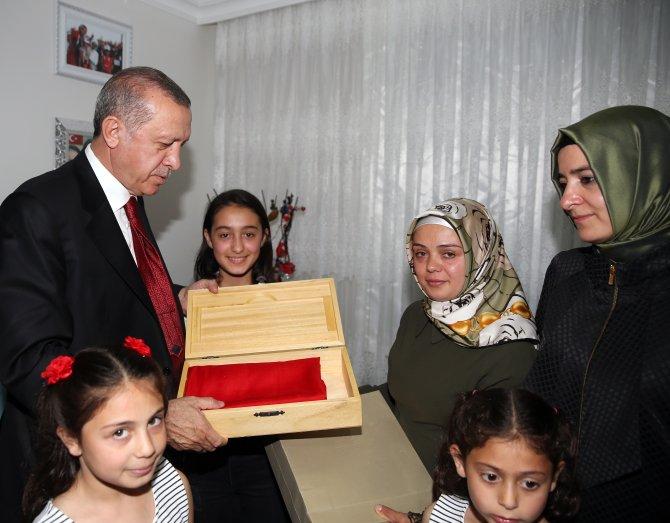 Cumhurbaşkanı Erdoğan şehit evinde iftar yaptı