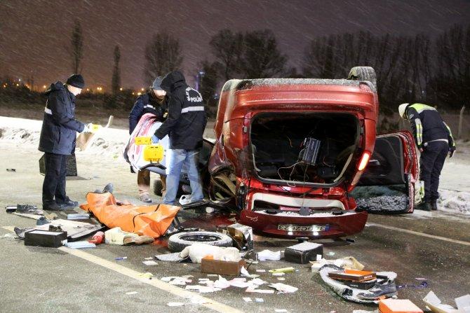 Sivas'ta otomobil devrildi: 1 ölü, 1 yaralı